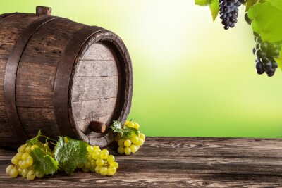 Papiers peints baril de vin sur bois avec fond vert flou