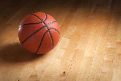 Papiers peints Basket-ball sur le sol de la cour de bois avec éclairage spot