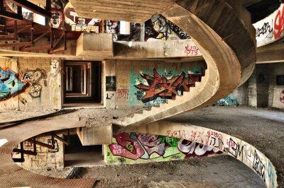 Papiers peints Bâtiment abandonné recouvert de graffitis, près de Jérusalem.