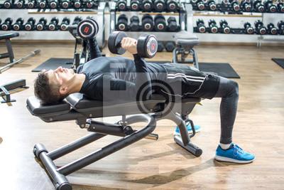 Papiers peints Beau jeune homme allongé sur un banc d exercice et de  soulever des a75a6eec1d0