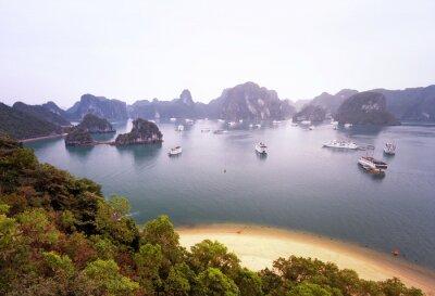 Papiers peints Beau panorama de la célèbre baie d'Halong