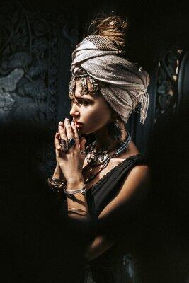 Papiers peints beautiful young stylish woman wearing turban outdoors portrait