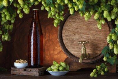 Papiers peints Beer bottle with vintage beer barrel