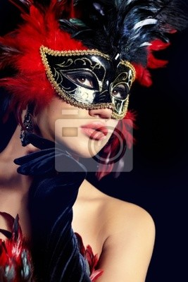 belle femme avec un masque