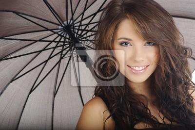 belle fille avec le parapluie