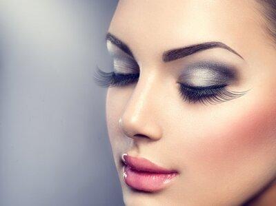 Papiers peints Belle mode maquillage de luxe. Longs cils, peau parfaite