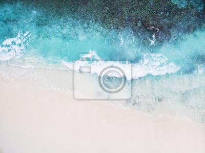 Papiers peints Belle plage vide blanche tropicale et vagues de mer vu de dessus. Seychelles Grand Anse vue aérienne de plage