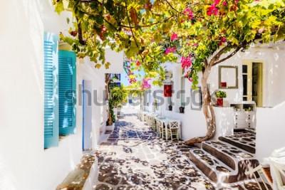 Papiers peints Belle rue sur l'île de Paros, Grèce