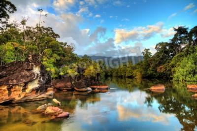 Papiers peints Belle vue sur la rivière des jungle tropicales sur la plage du parc national de Masoala à Madagascar