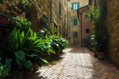 Papiers peints Belles rues du village toscan médiéval en Italie, Pienz