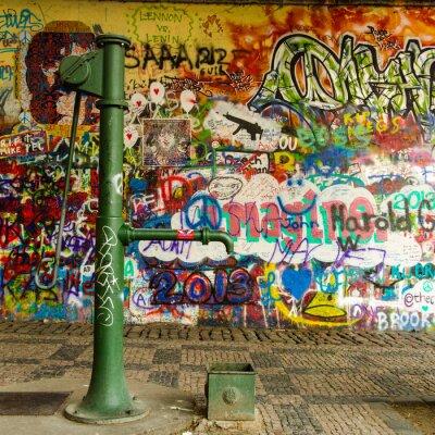 Papiers peints Bien de l'eau et un mur de graffiti