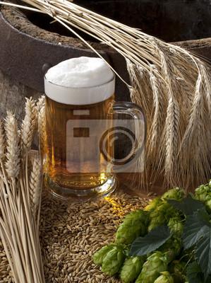 bière avec de l'orge et du houblon