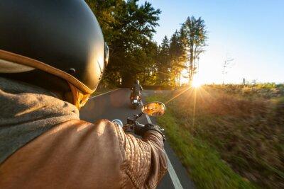 Papiers peints Biker la moto en matinée ensoleillée