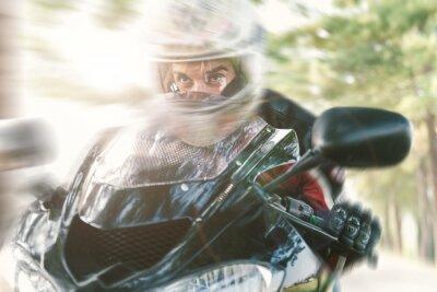 Papiers peints Biker sur la route à cheval rapide