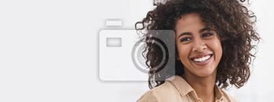 Papiers peints Black girl with white smile, copy space
