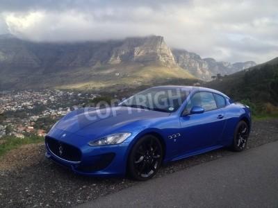 Papiers peints Bleu Maserati avec Table Mountain en arrière-plan