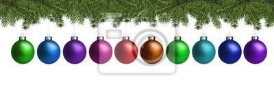 Boules de Noël et branches de sapin