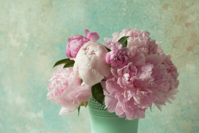 Papiers peints Bouquet of pink peonies in a vase on a light colored background