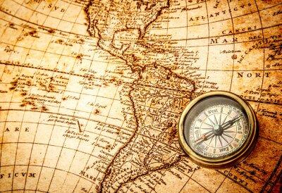 Papiers peints Boussole Vintage est situé sur une ancienne carte du monde.
