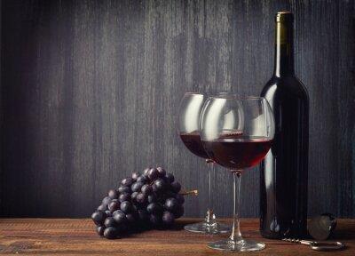 Papiers peints Bouteille et deux verres de vin rouge