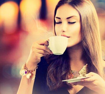 Papiers peints Café. Belle fille Thé ou café potable