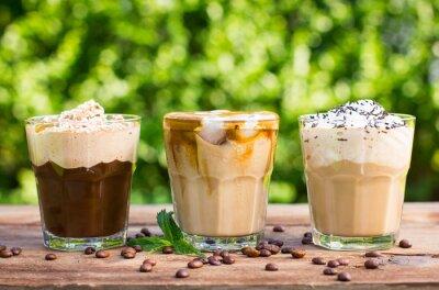 Papiers peints café de glace avec du lait et de la crème fouettée
