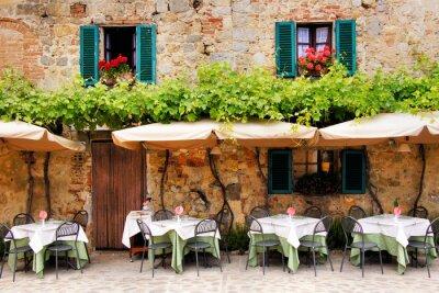 Papiers peints Cafe tables et chaises à l'extérieur d'un bâtiment en pierre en Toscane