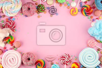 Papiers peints candies with jelly and sugar. colorful array of different childs sweets and treats on pink