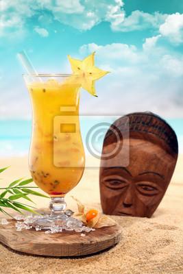 Cara bola cocktail avec un masque en bois