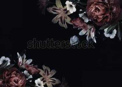 Papiers peints Carte vintage florale avec des fleurs. Pivoines, tulipes, lis, hortensias sur fond noir. Modèle pour la conception d'invitations de mariage, salutations de vacances, carte de visite, emballage de