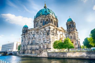 Papiers peints Cathédrale de Berlin à Berlin en belle journée d'été