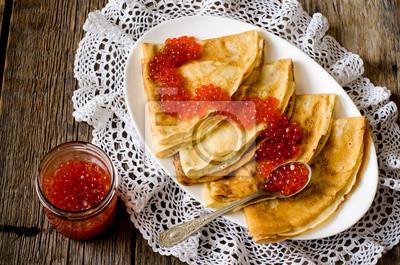 caviar rouge avec des crêpes