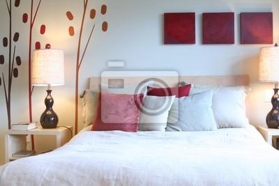 Papiers peints: Chambre à coucher contemporaine en rouge et blanc.