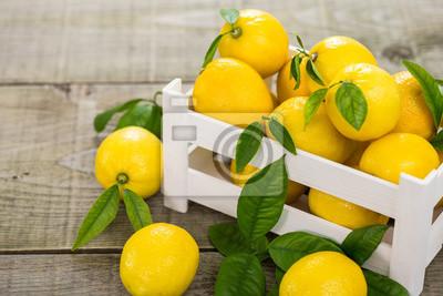 Citrons frais dans la caisse
