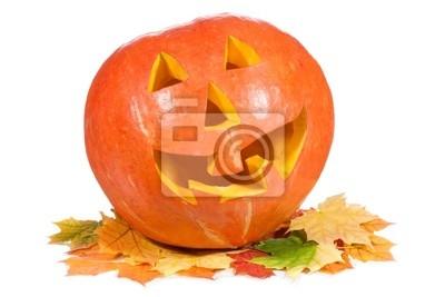 citrouille d'Halloween avec des feuilles d'automne