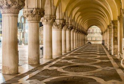 Papiers peints Colonnes antiques à Venise. Arches sur la Piazza San Marco, Venezia
