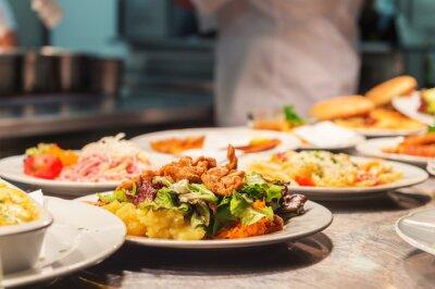 Papiers peints Commandes d'aliments sur la table de cuisine dans le restaurant