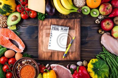 Papiers peints Concept d'aliments sains. Légumes frais, fruits, viande et poisson sur la table en bois. Une alimentation saine et un plan de repas. Vue de dessus