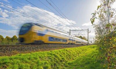 Papiers peints Conduite d'un train vers le soleil à l'automne