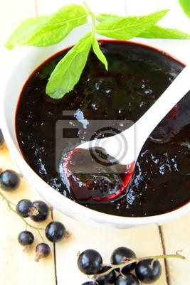 confiture de cassis avec des feuilles de menthe