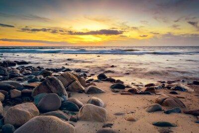 Papiers peints Coucher de soleil spectaculaire à la côte rocheuse