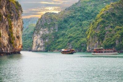 Papiers peints Coucher de soleil sur la baie d'Halong