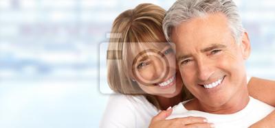 Papiers peints Couple de personnes âgées avec des dents blanches.