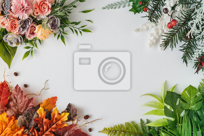 Papiers peints Creative season layout of colorful summer, spring, autumn and winter leaves and flowers. Nature mockup background. Seasonal concept. Flat lay