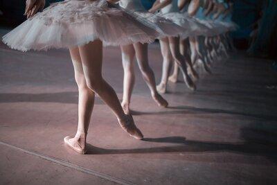Papiers peints Danseurs en blanc tutu de danse synchronisée