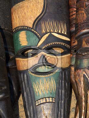 Décoré à la main fait un masque en bois africain