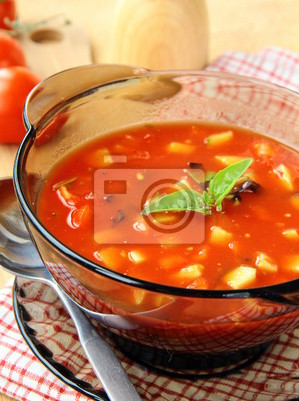 délicieuse soupe froide gaspacho dans des verres
