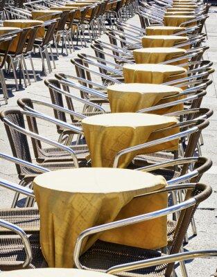 Papiers peints des rangées de chaises