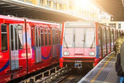 Papiers peints Des trains urbains sans conducteur à la gare de Londres