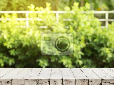 Papiers peints: Dessus de table en bois vide sur flou vert abstrait du  jardin